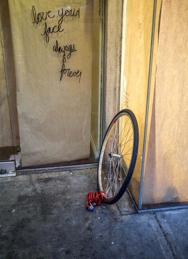 Bicycle wheel with lock